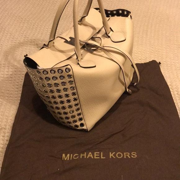 d2e6c5bd9 Michael Kors Bags | Collection Miranda Large Tote | Poshmark